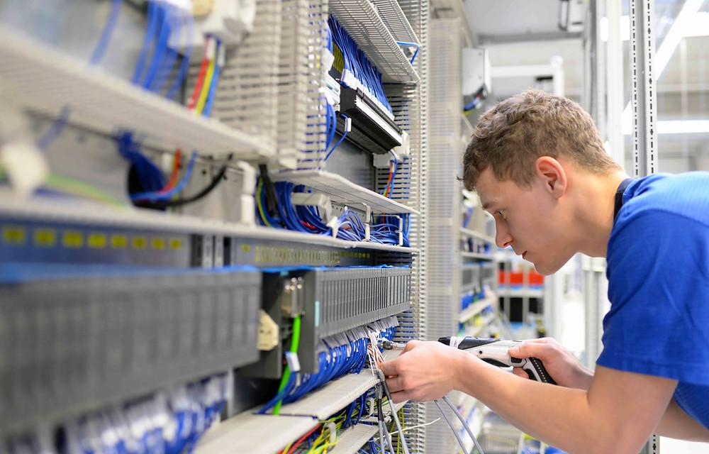 Elektriker / Elektroniker (m/w/d) in 65189 Wiesbaden.Vollzeit im TAGDIENST Montag bis Freitag, Hessen, Vollzeit, Stellenangebote, Job