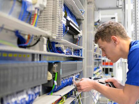 Elektriker / Elektroniker (m/w/d) in Vollzeit. Bis 19,00 EUR / Std. Montag bis Freitag im Tagdienst.