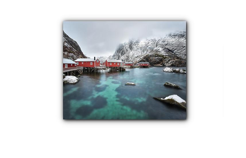 Røde hytter i stille vann og fjellandskap IR Varmepanel Veggbilde Panelovn