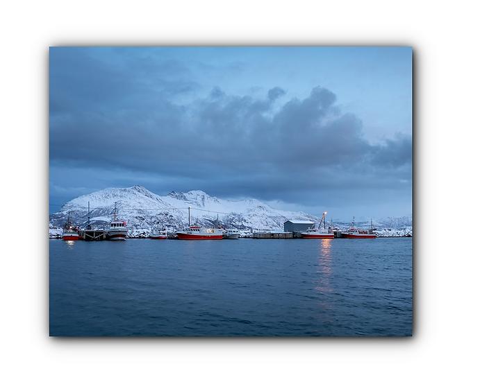 Båter til kai i Tromvik havn IR Varmepanel Veggbilde Panelovn