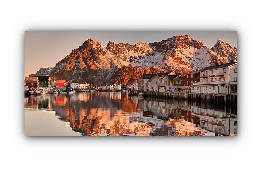 Vannspeil av fjell og landsby i solnedgang IR Varmepanel Veggbilde Panelovn