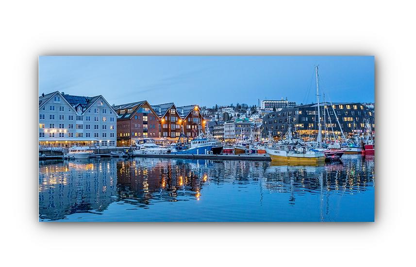Vannspeil av båter på kvelden i Tromsø havn IR Varmepanel Veggbilde Panelovn