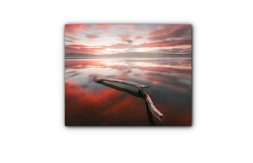 Røde skyer og solnedgang speilet i vannet IR Varmepanel Veggbilde Panelovn