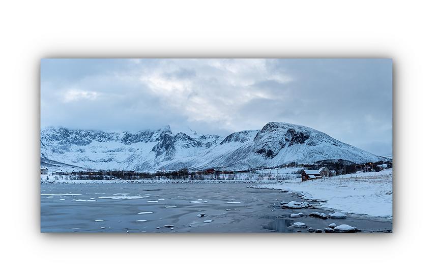 Fjell og vinter med islagt vann i Tromvik IR Varmepanel Veggbilde Panelovn