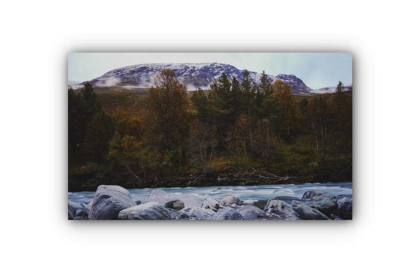 Rennende elv med fjellandskap i Jotunheimen IR Varmepanel Veggbilde Panelovn