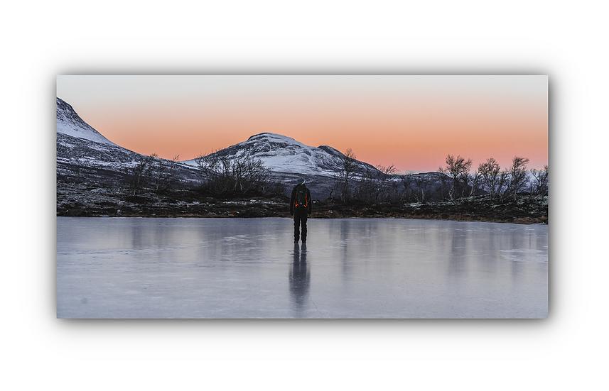 Frossen innsjø med fjellandskap i Rondane  IR Varmepanel Veggbilde Panelovn