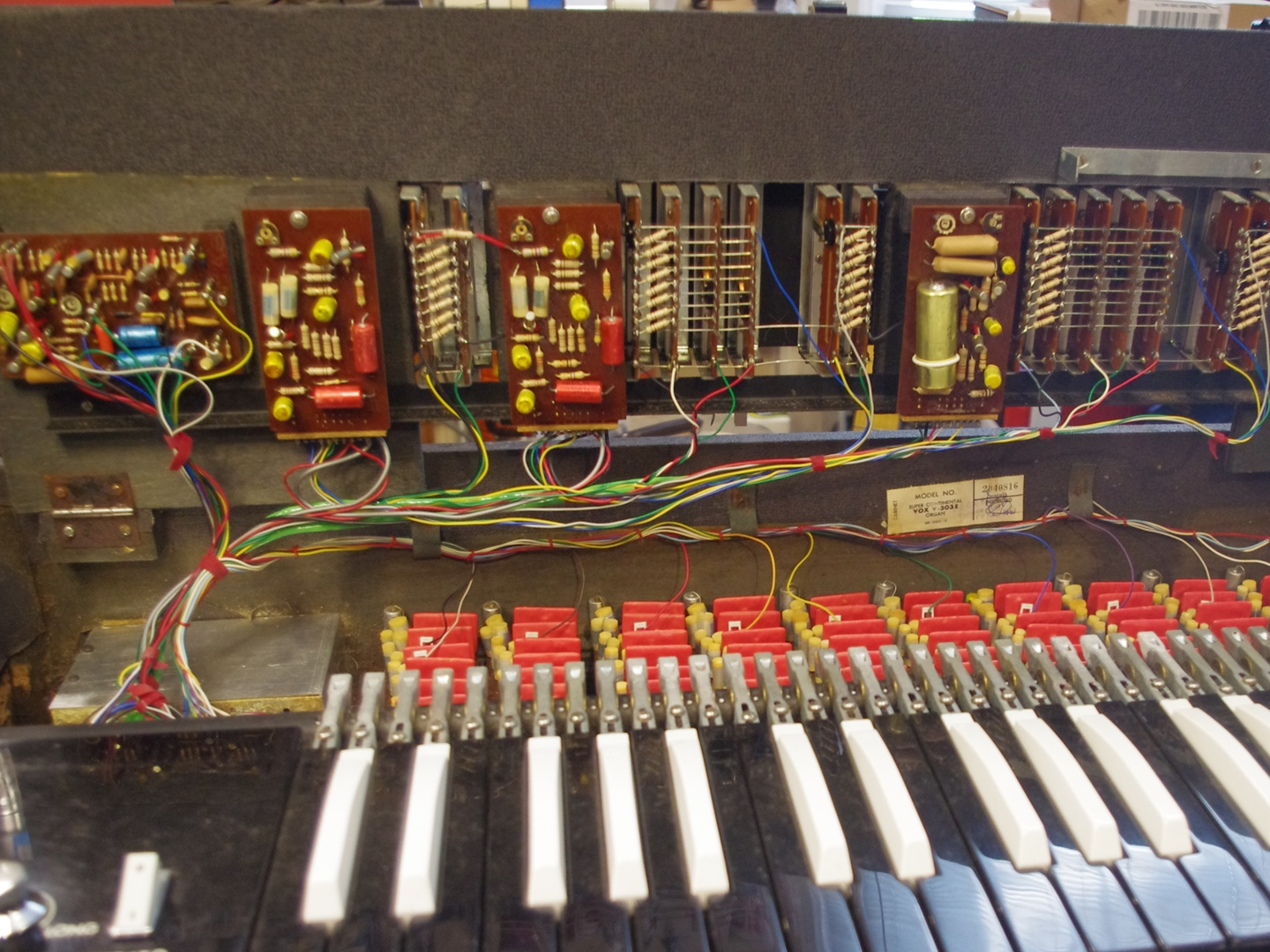 Vox Super Continental Organ inside guts repaired