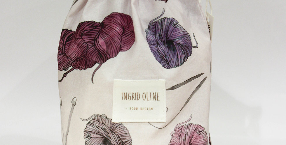 Håndlaget strikkepose i lilla