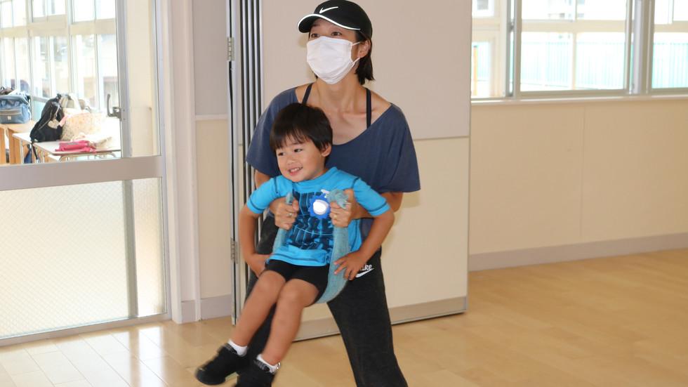 プレスクール(未就園児プログラム)親子ヨガ