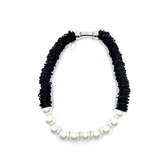 Sea Lily Spring Ring Necklace Black with White MOP