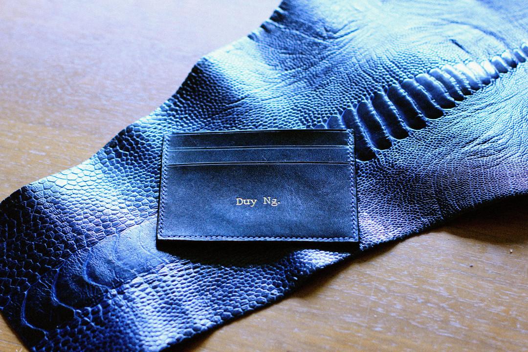 Dimple card holder