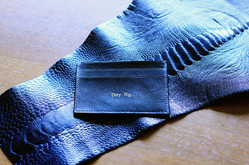 Dimple card holder