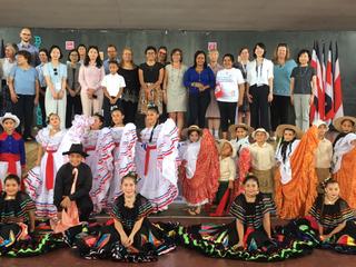 Escuela INVU Las Cañas recibe delegación internacional