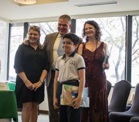 Comisión Unesco premia a niños por elaborar cuentos para promover el desarrollo sostenible