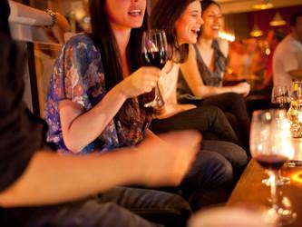 Cinco vinos para beber con amigos