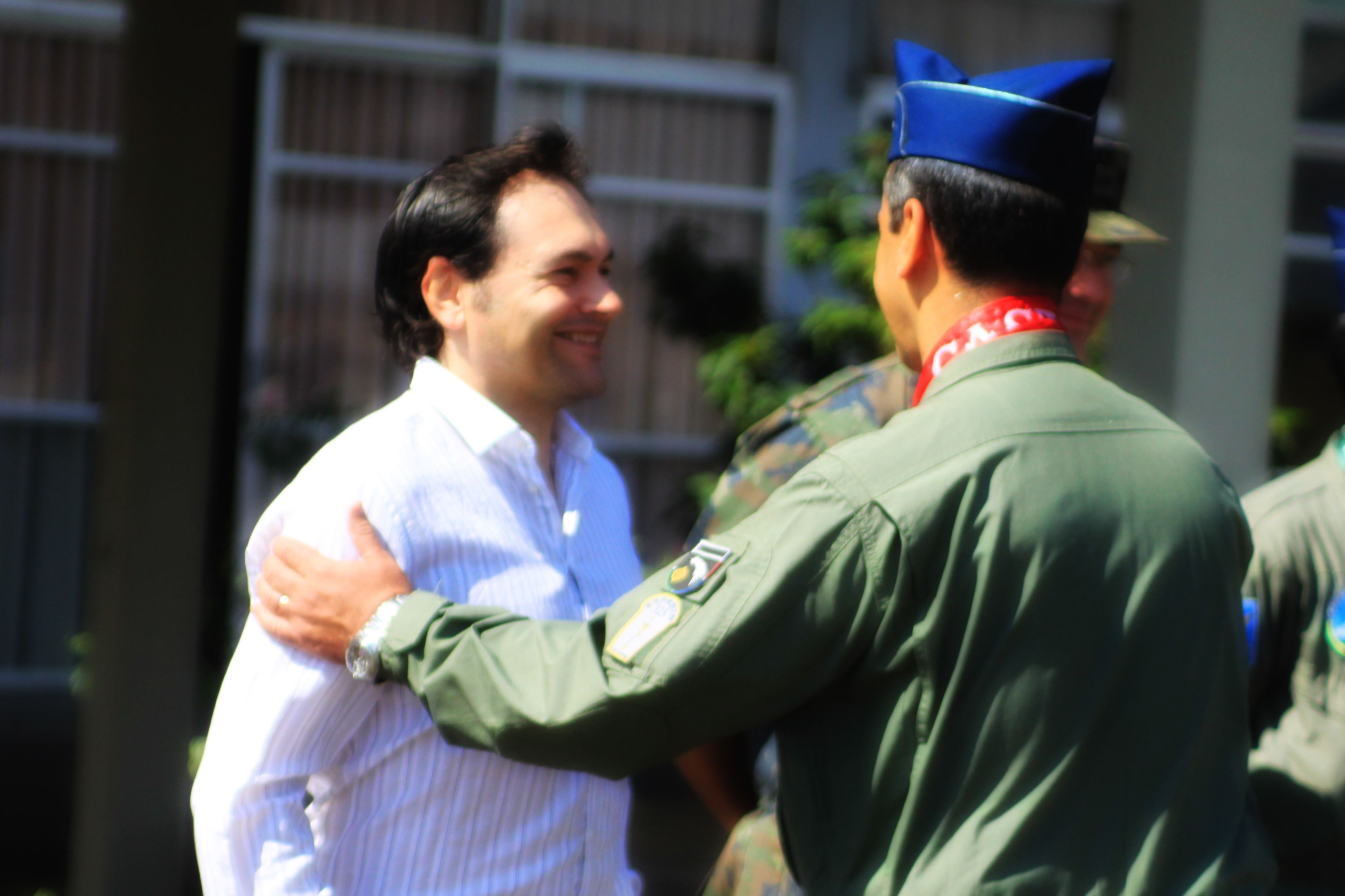 Recebendo os cumprimentos do Comandante da AFA - Excelentissimo Brig Ar CARLOS AUGUSTO AMARAL OLIVEI