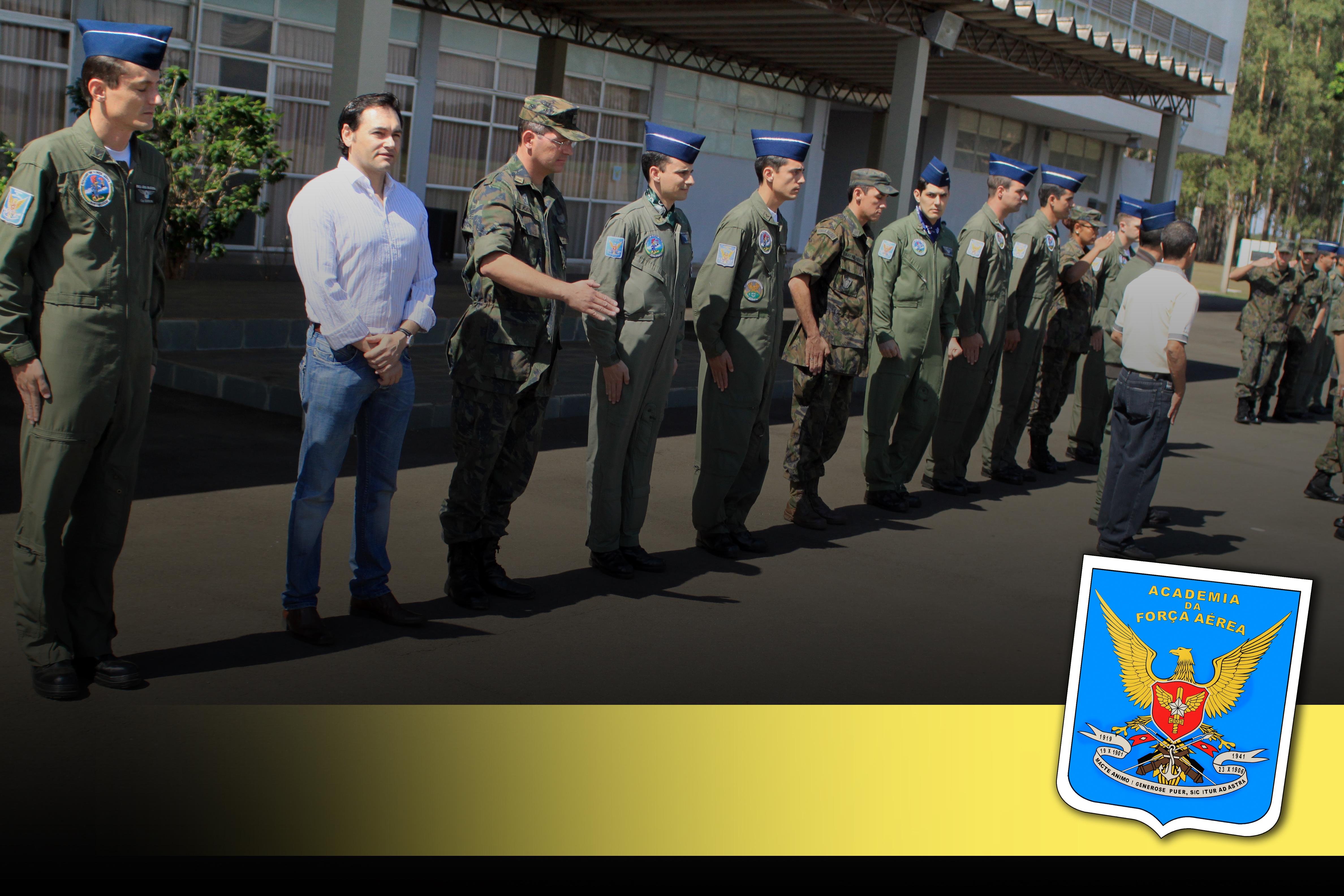 Participação na Formatura de Passagem de Serviço (Parada Diária) - Honras militares ao Comandante da