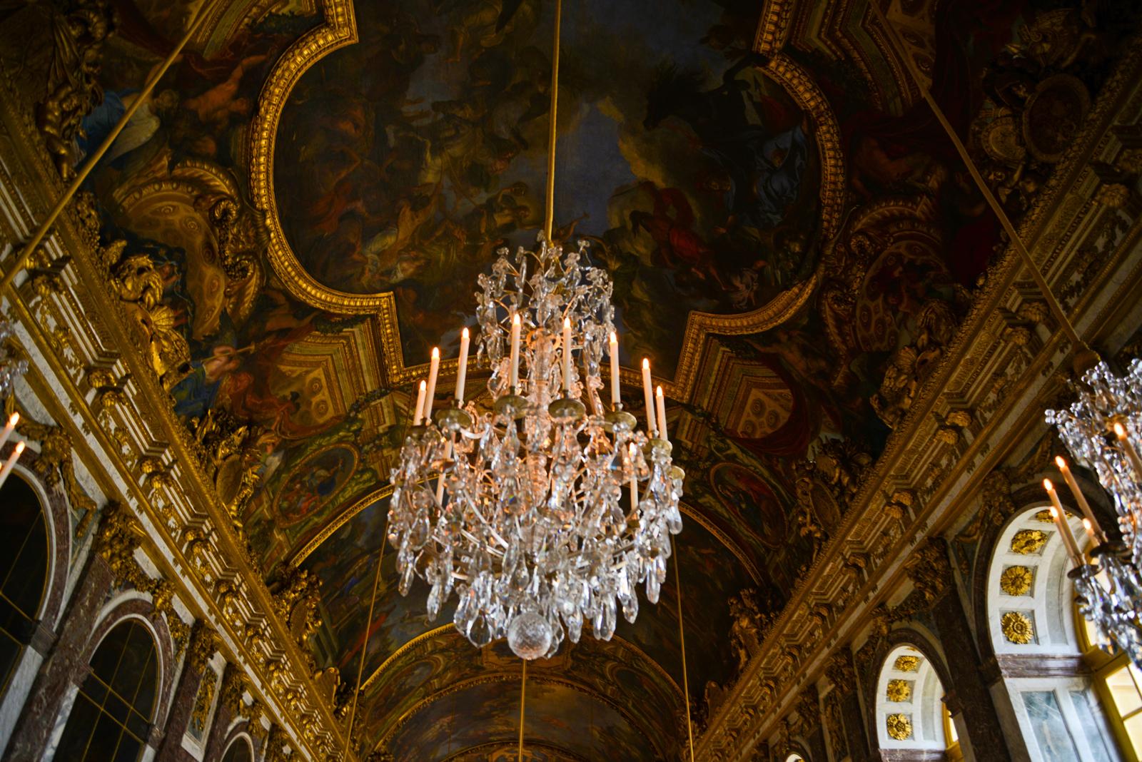 Versailles chandelier horz