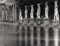 villa adriana,statues&pond
