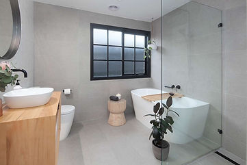 Main Bathroom 1.jpg