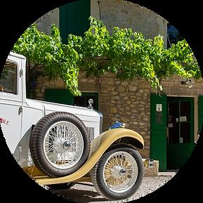 balade en voiture ancienne au Mas de Gourgonnier