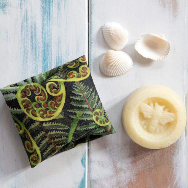 Natural beeswax honey soap