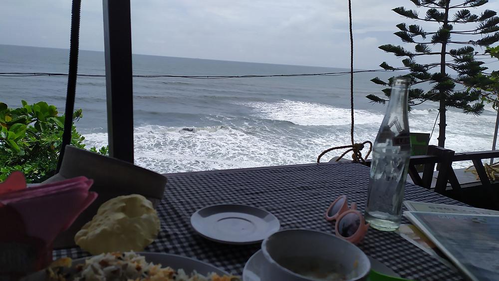 וורקלה הודו נוף ממסעדה על הצוק