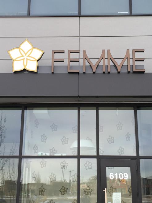 Femme Conceirge (8).JPG