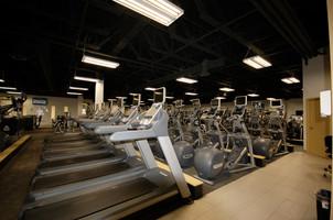 Golds Gym (2).JPG