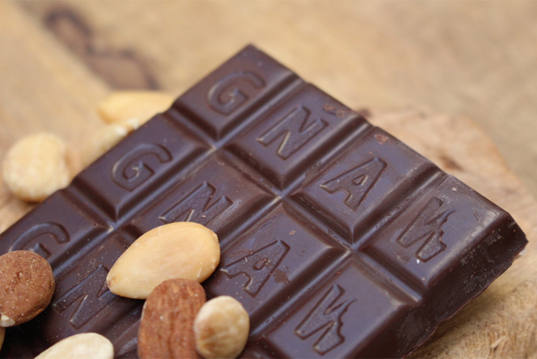 GNAW ORGANIC ALMOND BISCUIT DARK CHOCOLATE VEGAN 100GR UAE