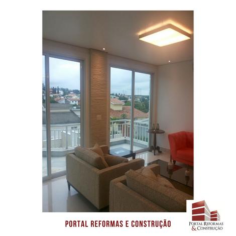 Grandes aberturas que permitem uma ótima iluminação natural, ventilação e uma bela vista com a varanda.