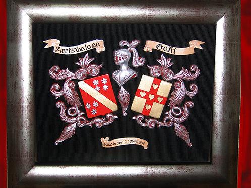 Cuadro heráldico en relieve con 2 apellidos y dedicatoria