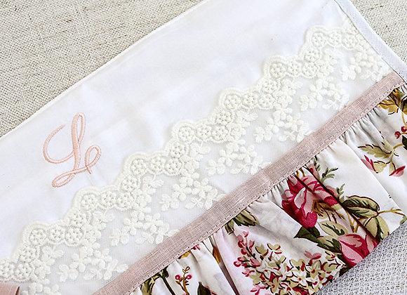 Porta Roupa Maternidade - Floral com inicial personalizável