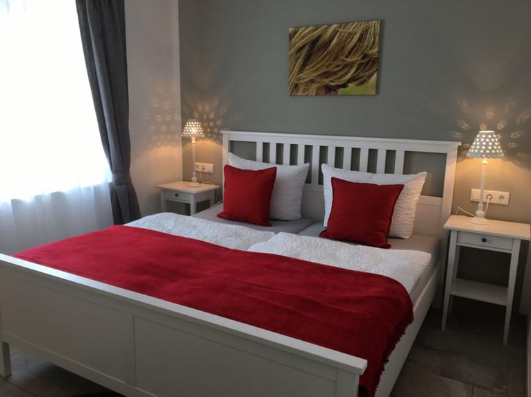 schlafzimmer-1.jpg