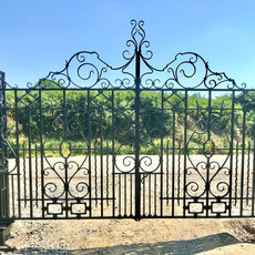 008 Traditional Country Style Driveway Gates