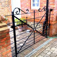 010 Estate Gate