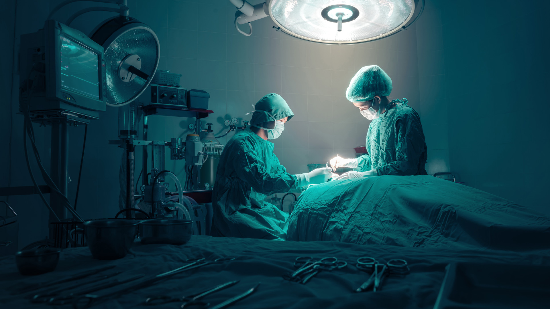 surgeons-team-working-with-monitoring-pa