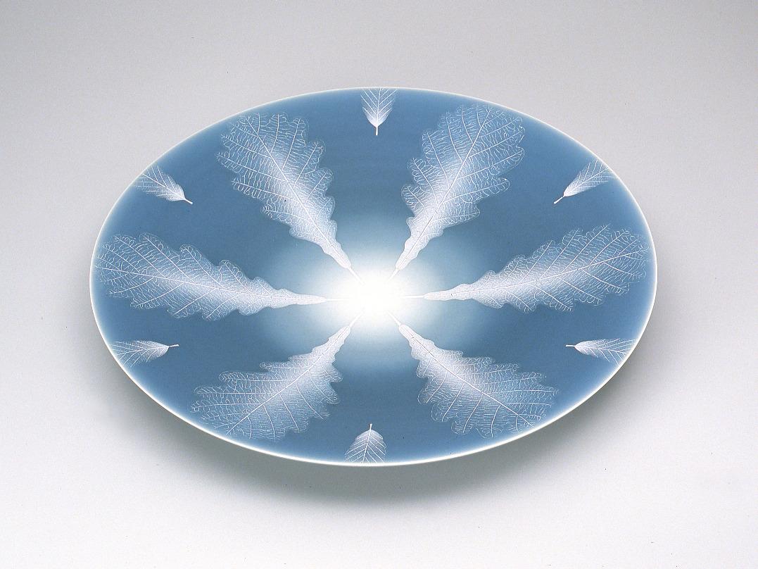 青磁釉彩葉紋大皿