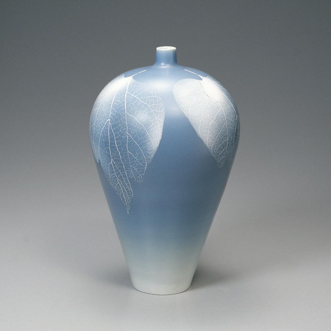 青磁秞彩葉紋細口壺