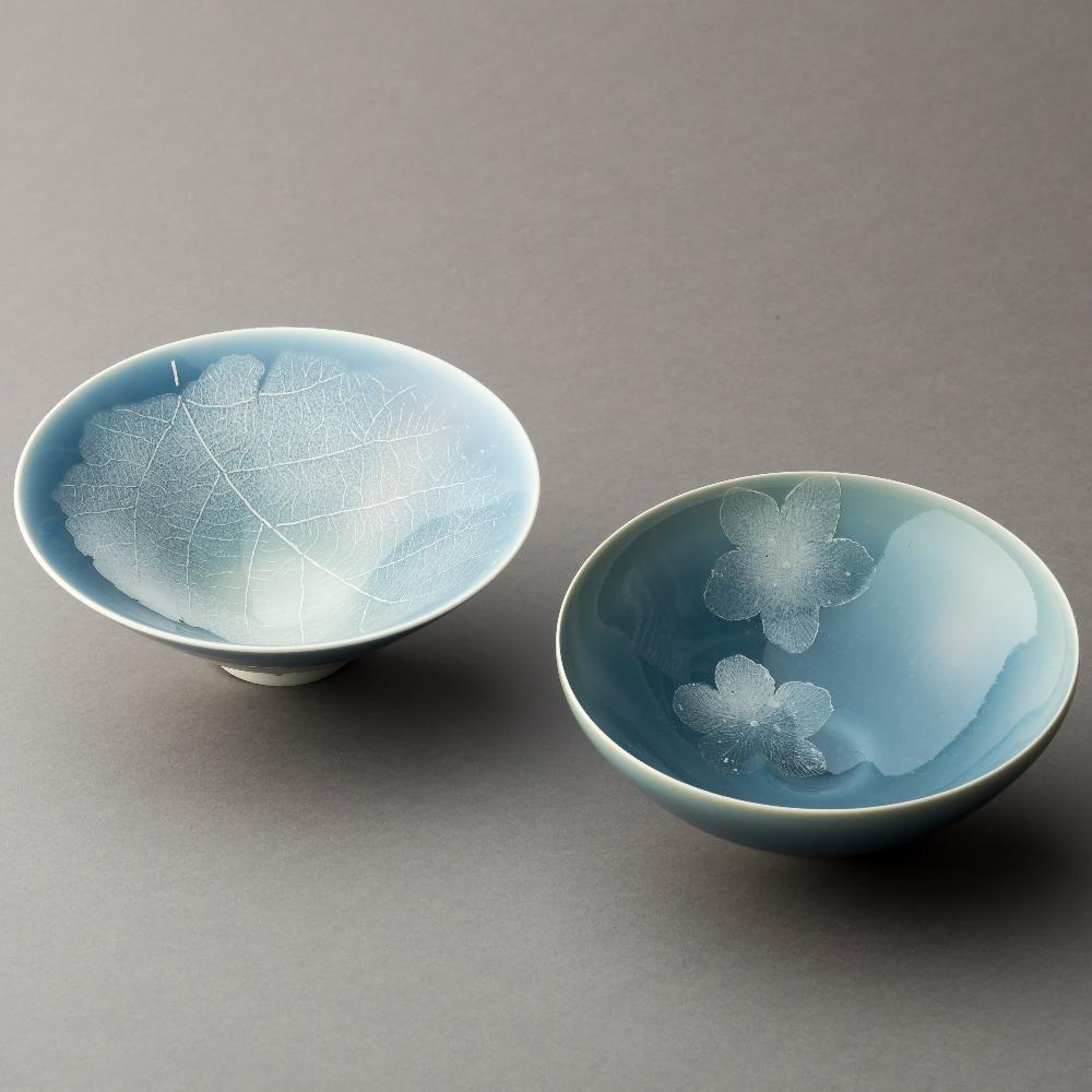 青磁釉彩葉紋茶碗