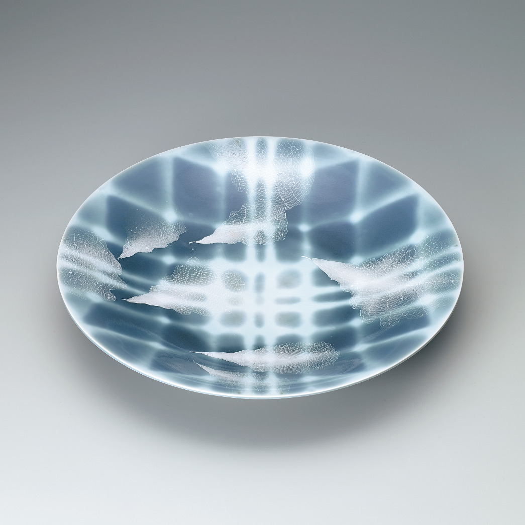 青磁秞彩葉紋皿