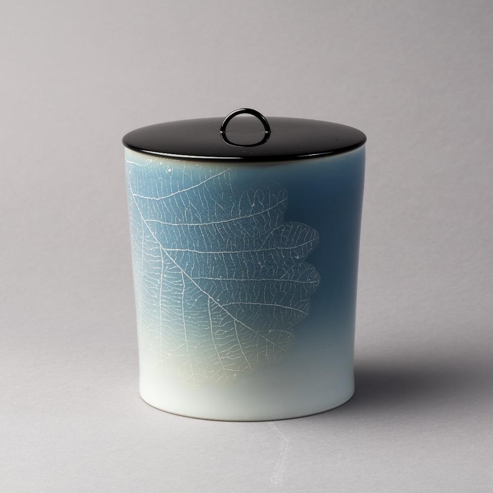 青磁釉彩葉紋水指