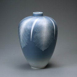 青磁秞彩葉紋壺