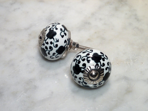 Round white w. black Flowers silver kn-367