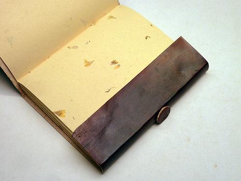 Notizbuch Leder uni m. Blütenpapier medium