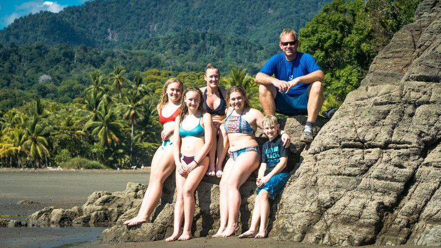 Ventanas - Family w: mountains.jpg