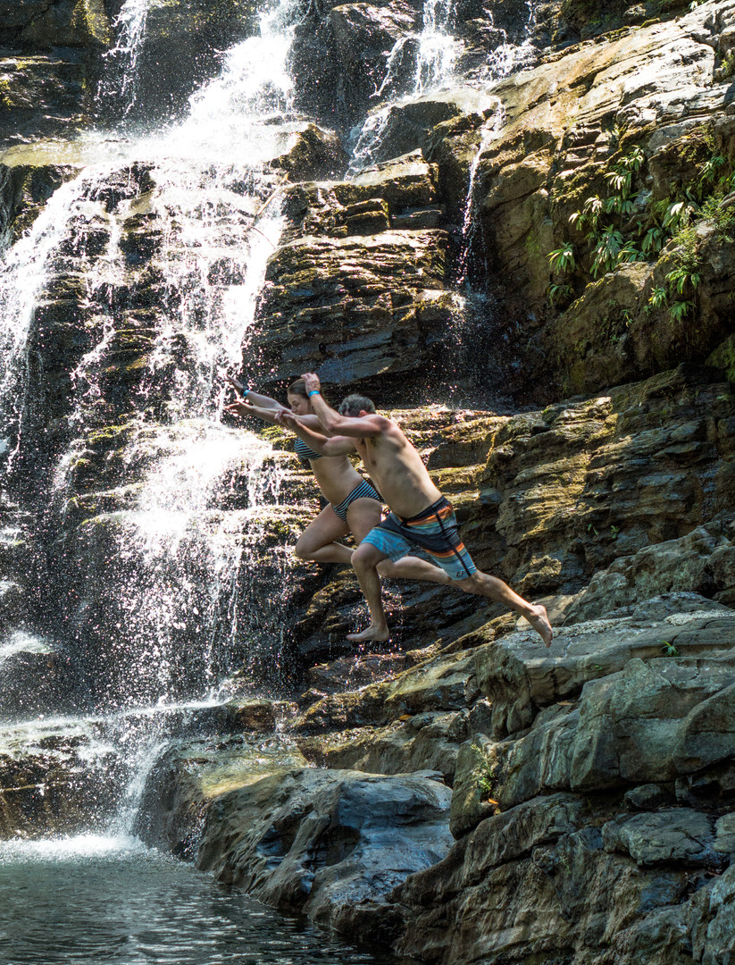 Nuayaca - Couple jumping.jpg
