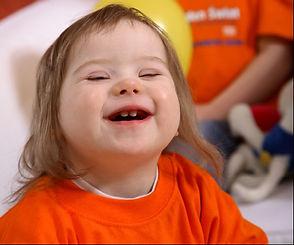 Maioria das crianças com síndrome de Down desenvolve habilidades de comunicação bem antes de aprender a falar.