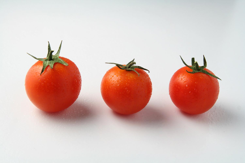 Los tomates frescos
