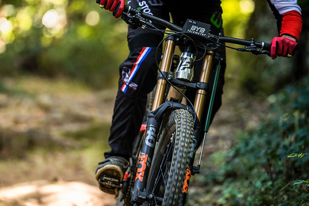 BYB Telemetry fox 40 in action downhill mtb